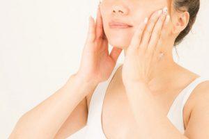乾燥肌にホホバオイルが役立つ:肌荒れ対策の基本は乾燥を防ぐこと