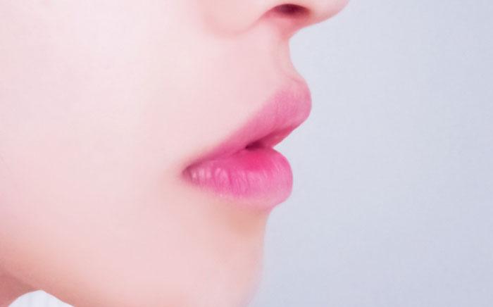 唇のシミを消すのにホホバオイルは効果あるのか?